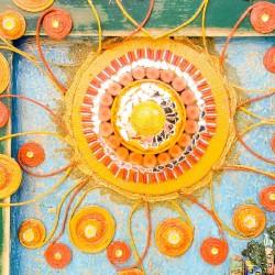un sole incontenibile misure 56 x 37 x 5 dettaglio sole